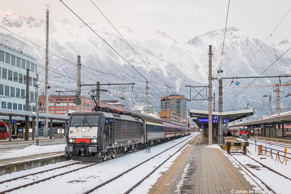 Rechtstreeks en comfortabel: de Alpen Express. Deze is net uit Nederland aangekomen te Innsbruck, 8 januari 2017. Foto: Julian de Bondt.