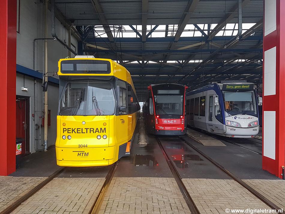 Een andere Haagse actualiteit vormde het kortstondige winterweer op 7 januari 2017 met daardoor de inzet van de pekeltrams. Na gedane arbeid werden ze op spoor 12 in remise Zichtenburg gestald. Foto: Kees Pronk.