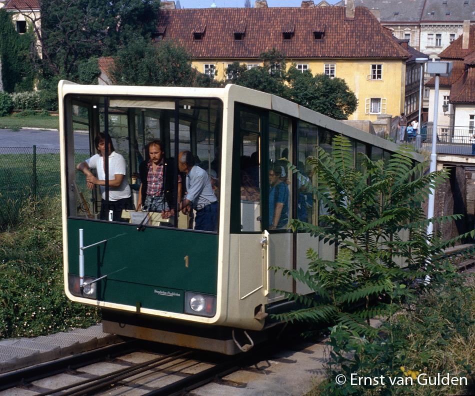 <i>Een historische opname van de kabelspoorweg in Praag uit de zomer van 1989.<br>Foto: Ernst van Gulden.</i>