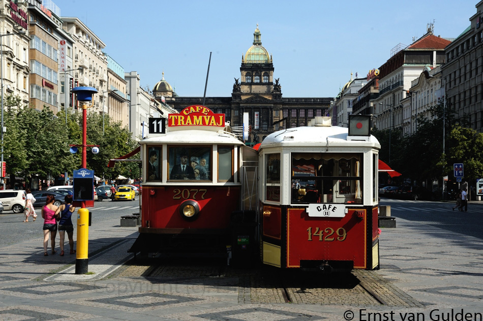 <i>Praag kent veel mooie plekken om te genieten van het Tsjechische bier. Dit tramcafé is voor railliefhebbers een aanbeveling waard. Foto: Ernst van Gulden, 27 juni 2012.</i>