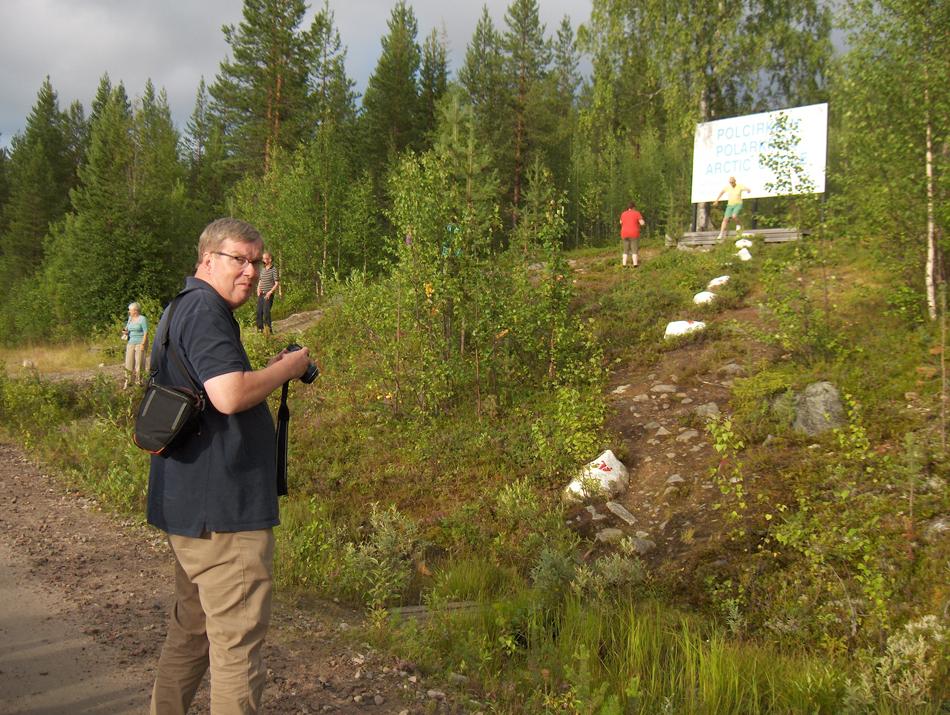 Onderweg naar Gällivare stoppen de treinen op de Inlandsbanan bij de Poolcirkel. Een geliefde plek om niet alleen vast te leggen, maar ook om er zelf te worden vereeuwigd.