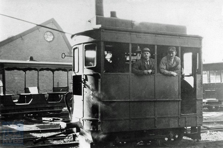Vervolgonderzoek op de bevindingen van Dirk Eveleens Maarse levert nieuwe inzichten. Op de foto van H.G. Hesselink staat stoomtramlocomotief NZH A15 in Voorburg. Collectie: H.G. Hesselink/NVBS-Railverzamelingen.