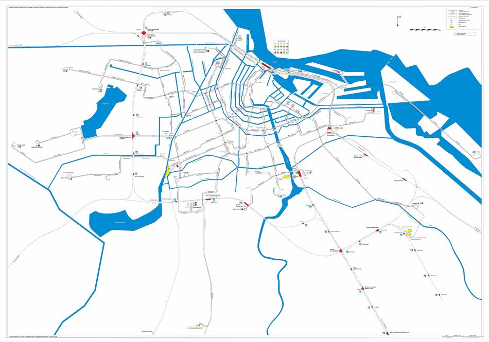 De jongste kaart van het tramnet van Amsterdam, de situatie op 1 januari 2011 (en wijzigingen in de sporen tot 1 januari 2016). Met aanduiding voor remises/werkplaatsen, lijnnummers/lijnkleuren, enkel/dubbelspoor, enz. Tekening: Kees Kooij/collectie: NVBS Railverzamelingen.