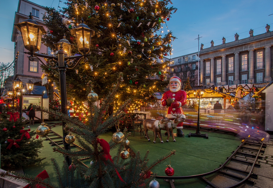 In Wuppertal kan de bezoeker kiezen uit verschillende kerstmarkten. In het grootste stadscentrum in Elberfeld maar ook in het kleinere Barmen. Foto: Björn Ueberholz/Wuppertal Marketing.