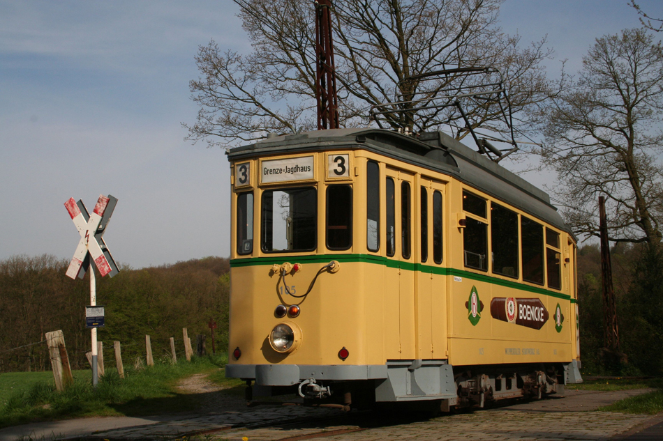 vt-06-th_18-triebwagen-105-in-de-haltestelle-greuel-18