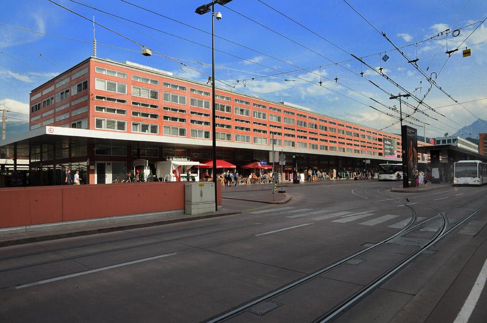Het in 2004 geheel herbouwde station van Innsbruck. De railliefhebber treft hier een afwisselend aanbod van materieel aan. Foto: ÖBB.