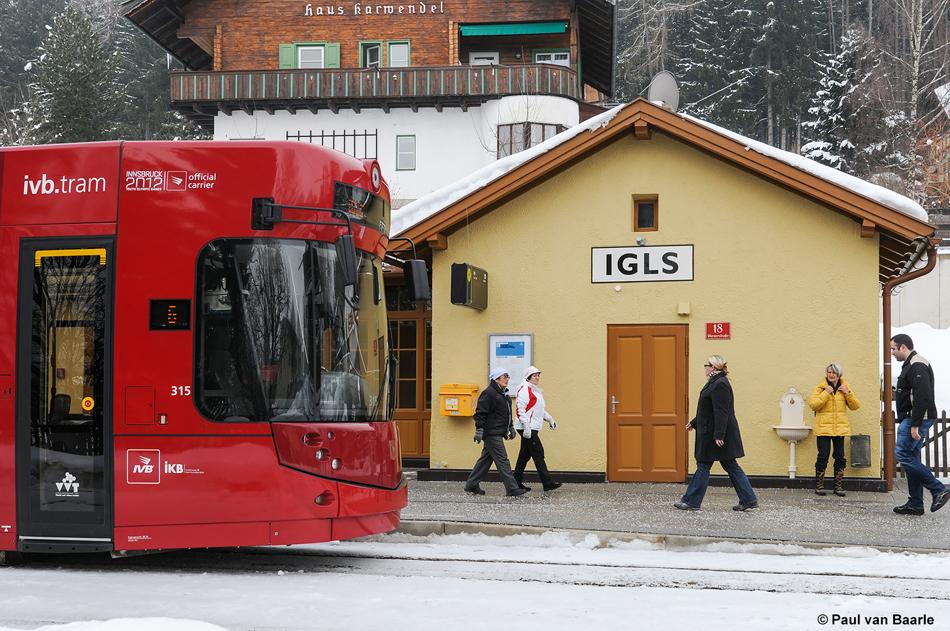 Aan het eindpunt Igls bevindt zich nog een klassiek tramstation uit de stoomtramtijd, 29 januari 2012. Foto: Paul van Baarle.