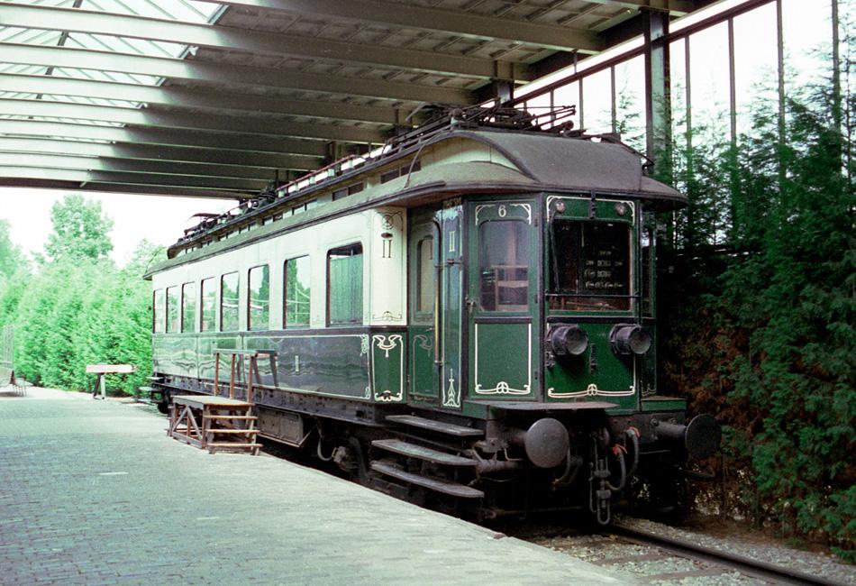 Spoorwegmuseum Utrecht, 10 augustus 1986. Motorrijtuig van de ZHESM. Het te restaureren rijtuig uit Oost-Duitsland zal er iets anders uit komen te zien; dit wordt teruggebracht in de staat van 1926. Foto: Nico Spilt.