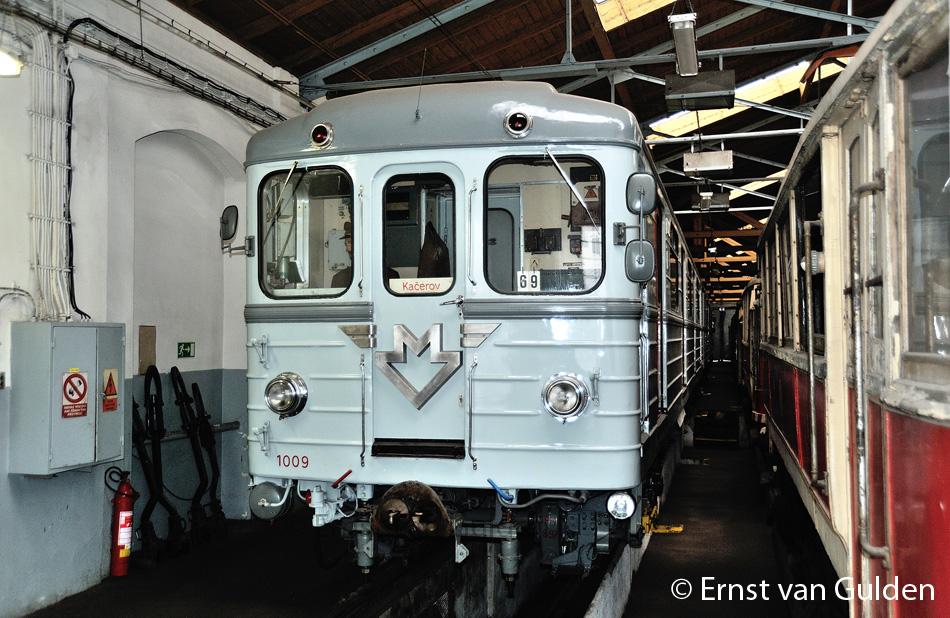 <i>Het historische metrostel van het type Ečs in het depot van het trammuseum in Střešovice op 19 februari 2011. Foto: Ernst van Gulden.</i>