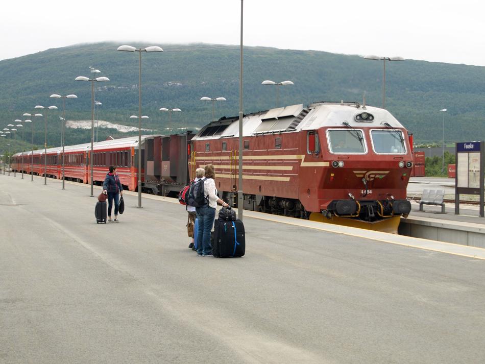 De dagtrein van Trondheim naar Bodø maakt een tussenstop in Fauske.
