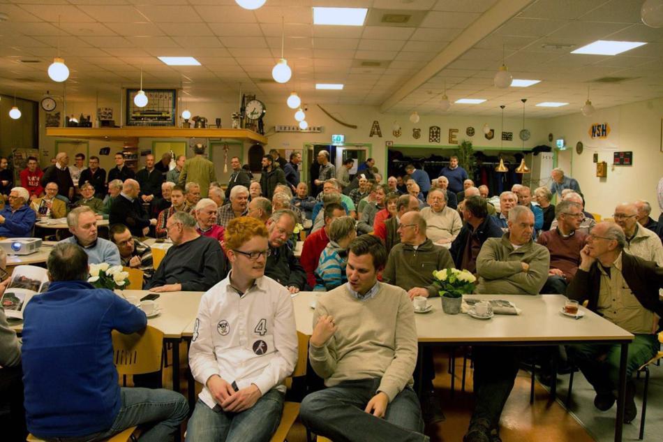 Bijna 120 bezoekers – een record – mocht de NVBS-afdeling Twente verwelkomen tijdens een presentatie van Evert Heusinkveld over spoorwegen in de Achterhoek en Twente. Foto: Ronald Boers.