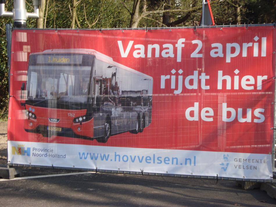 De feestelijke opening van de busbaan op het voormalige spoorwegtracé vond plaats op 1 april 2017 en de dag daarna reden de bussen volgens dienstregeling. Helaas, geen trein, maar de bus ontsluit IJmuiden inderdaad beter dan de trein ooit heeft gedaan, hoewel er ooit plannen bestonden voor doortrekking.
