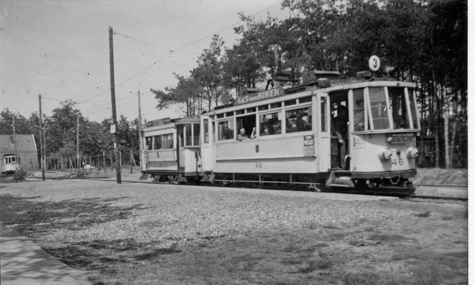 Op 31 mei 1944 maakte Meulman deze unieke – helaas onscherpe – foto van motorrijtuig 46 en aanhangrijtuig 53 aan het eindpunt van de op last van de bezetter doorgetrokken Arnhemse tramlijn 3 bij het vliegveld Deelen. Het was streng verboden hier foto's te maken omdat het militair terrein was. Meulman wist dit niet.