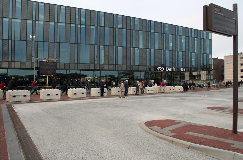 Jacobus Meulman is ondanks zijn hoge leeftijd nog niet uitgereisd. Zo heeft hij nog een bezoek aan het nieuwe station van Delft op zijn wensenlijst staan. Op de foto het nieuwe stationsgebouw van Delft op 28 februari 2015, de eerste dag dat dit station open was voor het publiek. Foto: Oege Kleijne.