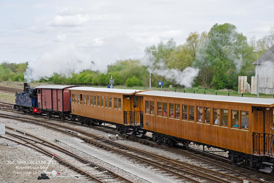 Locomotief 101 uit 1905 vertrekt uit Noyelles-sur-Mer met een trein naar Le Crotoy.