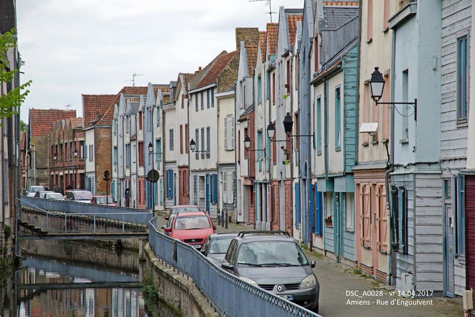 Amiens is vooral bekend door de imposante kathedraal, maar de stad kent ook verschillende idyllische plekjes, zoals hier de Rue d'Engoulvent op 14 april 2017.