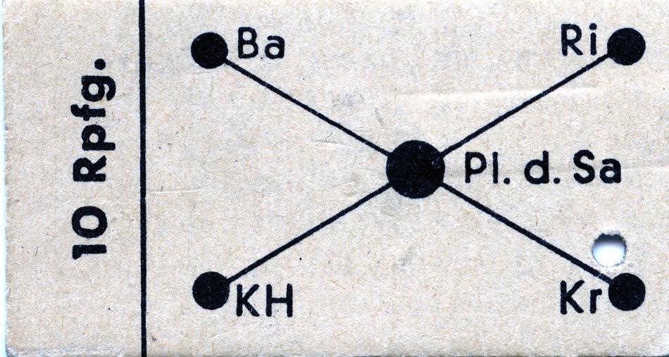 De bovenste foto toont de voorzijde van dit vervoerbewijs, de onderste de achterzijde met verklarende tekst inclusief een zetfout.